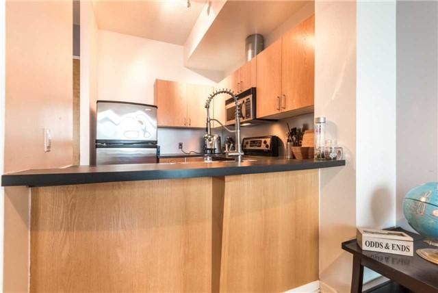 Condo Apartment at 388 Richmond St W, Unit 916, Toronto, Ontario. Image 2