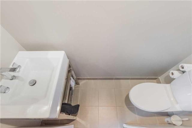 Condo Apartment at 388 Richmond St W, Unit 916, Toronto, Ontario. Image 8