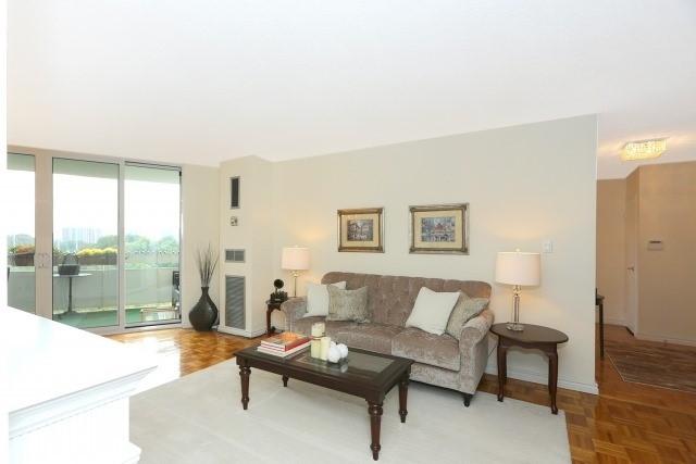 Condo Apartment at 20 Edgecliff Gfwy, Unit 1506, Toronto, Ontario. Image 7