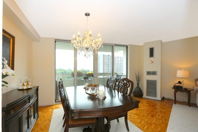 Condo Apartment at 20 Edgecliff Gfwy, Unit 1506, Toronto, Ontario. Image 8