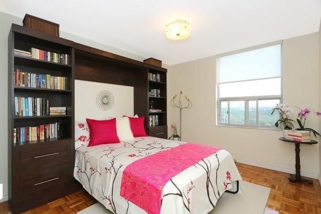 Condo Apartment at 20 Edgecliff Gfwy, Unit 1506, Toronto, Ontario. Image 12