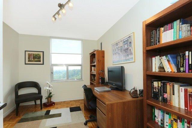 Condo Apartment at 20 Edgecliff Gfwy, Unit 1506, Toronto, Ontario. Image 13