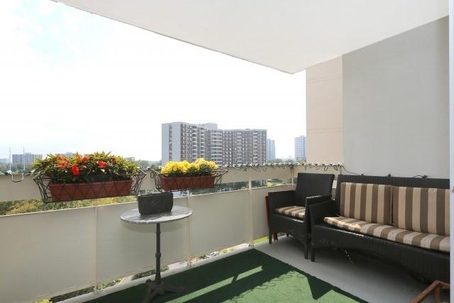 Condo Apartment at 20 Edgecliff Gfwy, Unit 1506, Toronto, Ontario. Image 2