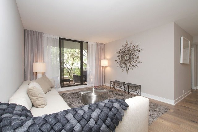 Condo Apartment at 350 Lonsdale Rd, Unit 409, Toronto, Ontario. Image 15