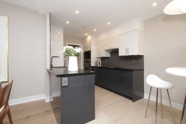 Condo Apartment at 350 Lonsdale Rd, Unit 409, Toronto, Ontario. Image 19