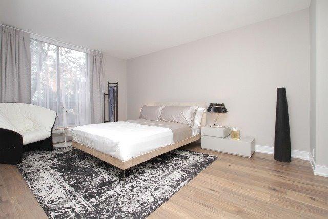 Condo Apartment at 350 Lonsdale Rd, Unit 409, Toronto, Ontario. Image 3