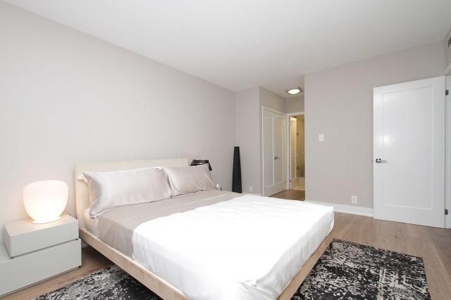 Condo Apartment at 350 Lonsdale Rd, Unit 409, Toronto, Ontario. Image 4