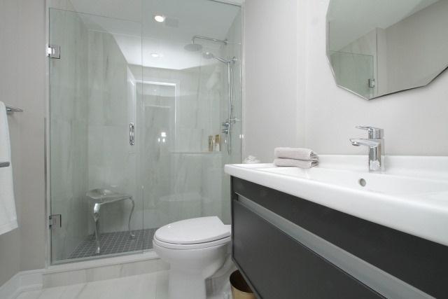 Condo Apartment at 350 Lonsdale Rd, Unit 409, Toronto, Ontario. Image 5