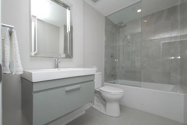 Condo Apartment at 350 Lonsdale Rd, Unit 409, Toronto, Ontario. Image 7