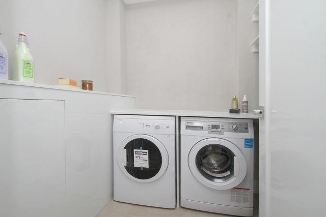 Condo Apartment at 350 Lonsdale Rd, Unit 409, Toronto, Ontario. Image 8
