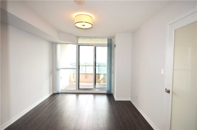Condo Apartment at 35 Hollywood Ave, Unit 2021, Toronto, Ontario. Image 12