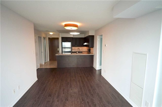Condo Apartment at 35 Hollywood Ave, Unit 2021, Toronto, Ontario. Image 3
