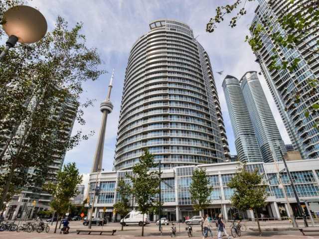Condo Apartment at 218 Queens Quay W, Unit 209, Toronto, Ontario. Image 12
