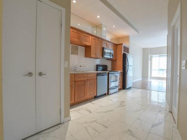Condo Apartment at 218 Queens Quay W, Unit 209, Toronto, Ontario. Image 15