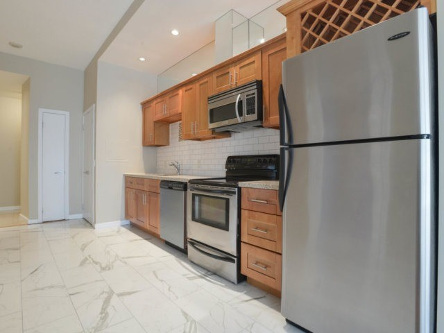 Condo Apartment at 218 Queens Quay W, Unit 209, Toronto, Ontario. Image 17