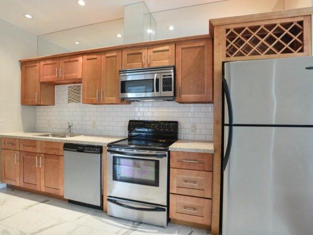 Condo Apartment at 218 Queens Quay W, Unit 209, Toronto, Ontario. Image 18