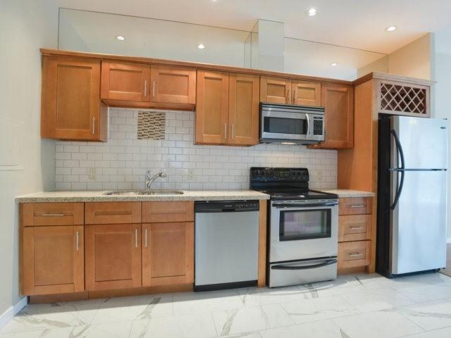 Condo Apartment at 218 Queens Quay W, Unit 209, Toronto, Ontario. Image 19