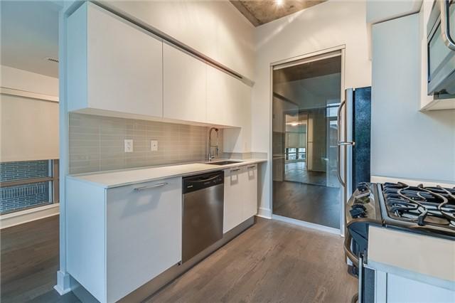 Condo Apartment at 399 Adelaide St W, Unit 214, Toronto, Ontario. Image 7