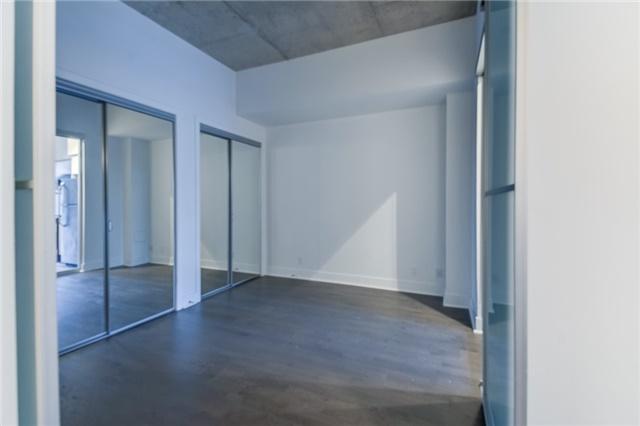 Condo Apartment at 399 Adelaide St W, Unit 214, Toronto, Ontario. Image 11