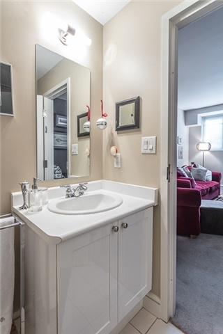 Condo Apartment at 336 Davenport Rd, Unit 101, Toronto, Ontario. Image 3