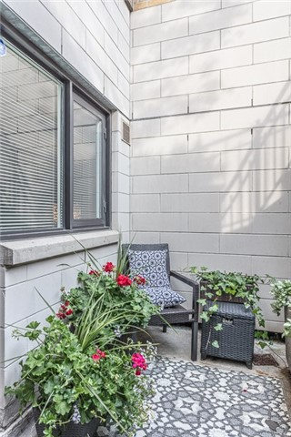 Condo Apartment at 336 Davenport Rd, Unit 101, Toronto, Ontario. Image 4