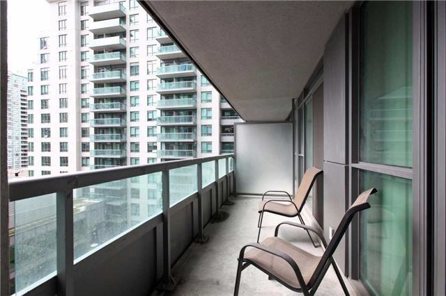 Condo Apartment at 19 Grand Trunk Cres, Unit 801, Toronto, Ontario. Image 10
