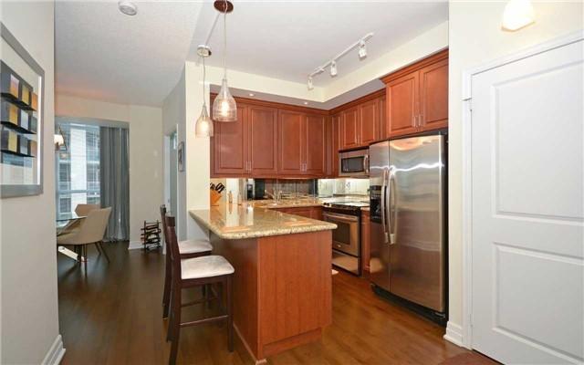 Condo Apartment at 628 Fleet St, Unit 424, Toronto, Ontario. Image 15