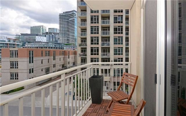 Condo Apartment at 628 Fleet St, Unit 424, Toronto, Ontario. Image 2