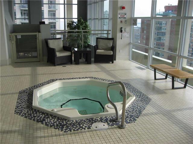 Condo Apartment at 628 Fleet St, Unit 424, Toronto, Ontario. Image 4