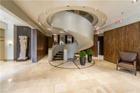 Condo Apartment at 438 Richmond St W, Unit 907, Toronto, Ontario. Image 9