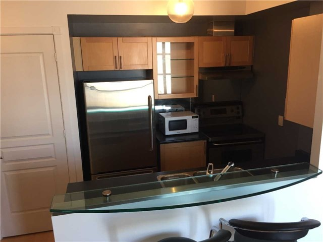 Condo Apartment at 438 Richmond St W, Unit 907, Toronto, Ontario. Image 2