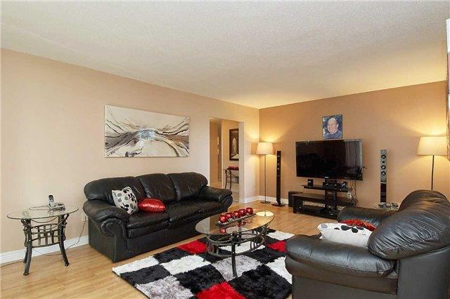 Condo Apartment at 5 Vicora Linkway Way, Unit 1103, Toronto, Ontario. Image 10