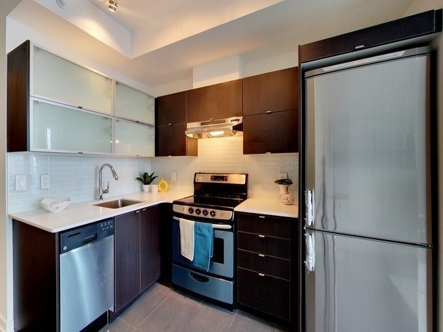 Condo Apartment at 170 Fort York Blvd, Unit 2705, Toronto, Ontario. Image 3