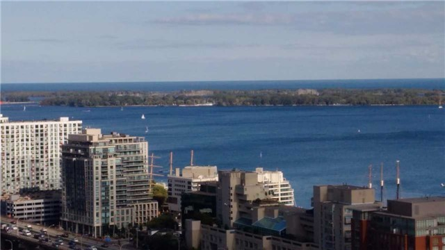Condo Apartment at 170 Fort York Blvd, Unit 2705, Toronto, Ontario. Image 9