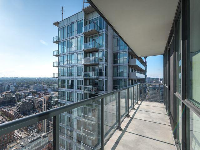 Condo Apartment at 88 Blue Jays Way, Unit 3109, Toronto, Ontario. Image 11