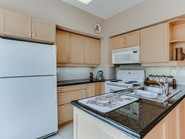 Condo Townhouse at 53 Shaftesbury Ave, Toronto, Ontario. Image 17