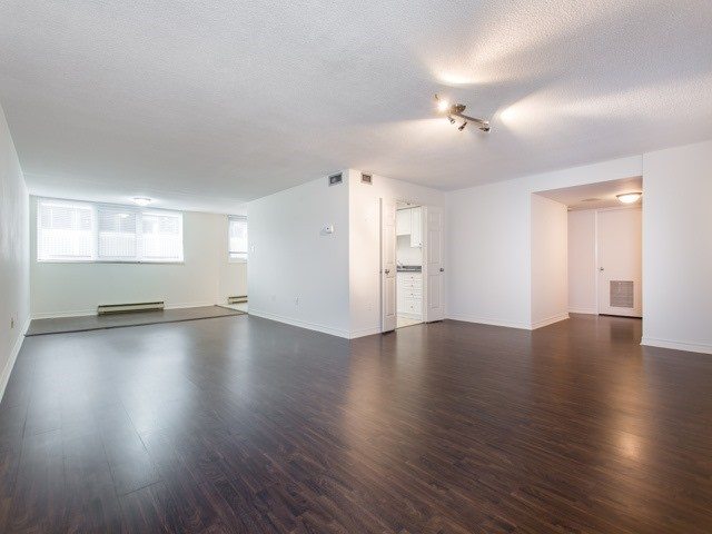 Condo Apartment at 360 Bloor St E, Unit 1009, Toronto, Ontario. Image 15