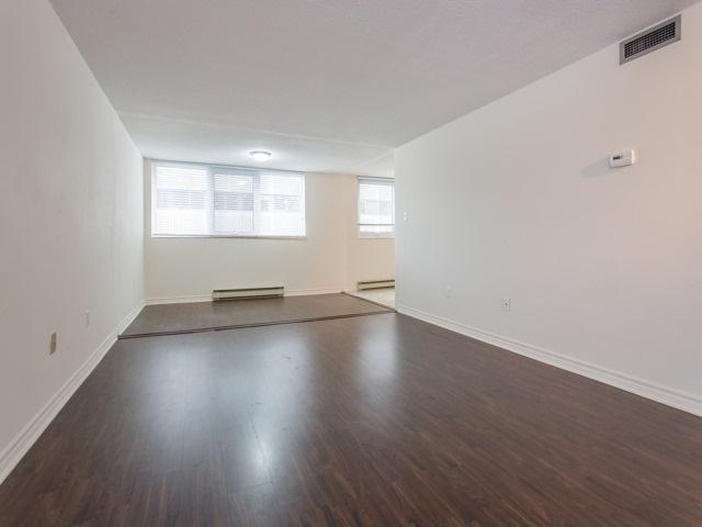 Condo Apartment at 360 Bloor St E, Unit 1009, Toronto, Ontario. Image 17
