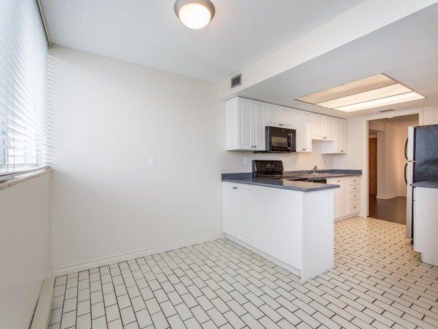 Condo Apartment at 360 Bloor St E, Unit 1009, Toronto, Ontario. Image 20