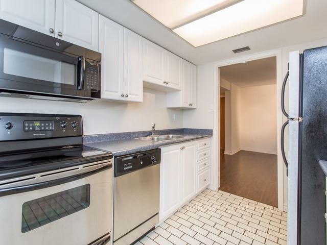 Condo Apartment at 360 Bloor St E, Unit 1009, Toronto, Ontario. Image 3