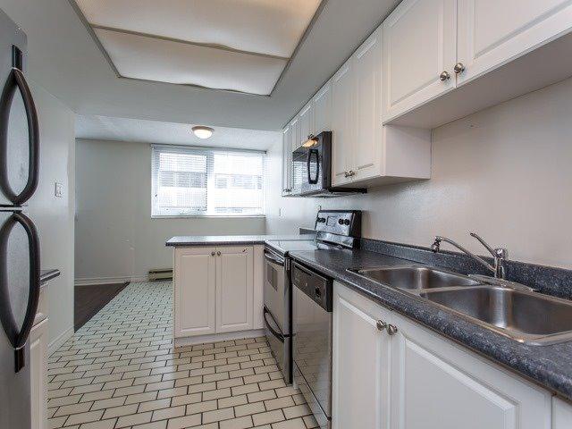 Condo Apartment at 360 Bloor St E, Unit 1009, Toronto, Ontario. Image 4