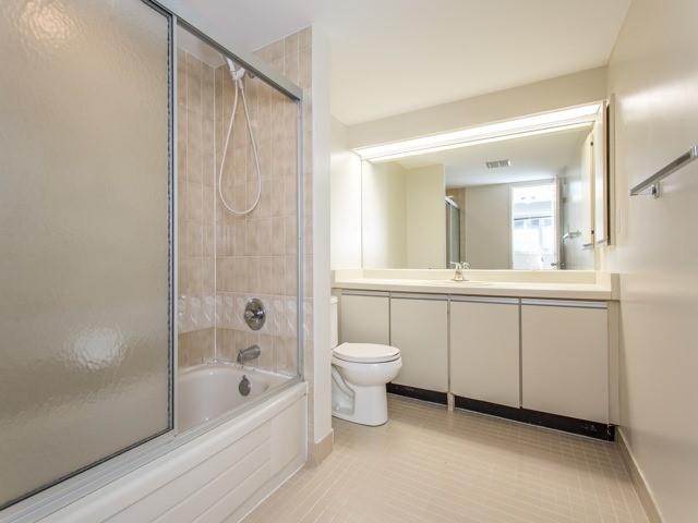 Condo Apartment at 360 Bloor St E, Unit 1009, Toronto, Ontario. Image 7