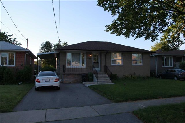 Detached at 190 Goulding Ave, Toronto, Ontario. Image 5