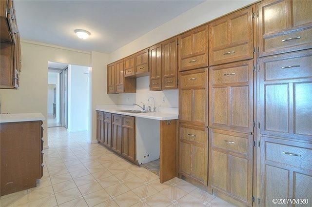 Condo Apartment at 100 Canyon Ave, Unit 1007, Toronto, Ontario. Image 19
