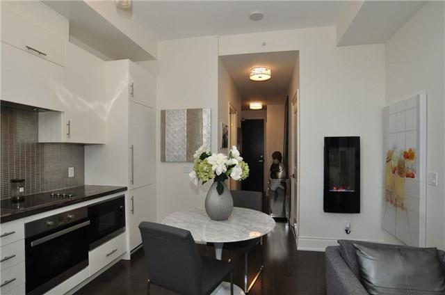 Condo Apartment at 23 Glebe Rd W, Unit 819, Toronto, Ontario. Image 8