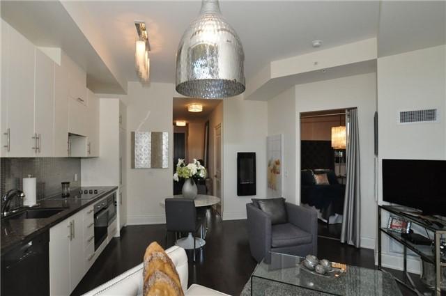 Condo Apartment at 23 Glebe Rd W, Unit 819, Toronto, Ontario. Image 9