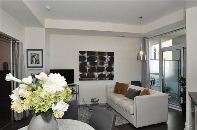 Condo Apartment at 23 Glebe Rd W, Unit 819, Toronto, Ontario. Image 11