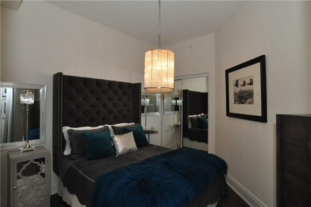 Condo Apartment at 23 Glebe Rd W, Unit 819, Toronto, Ontario. Image 12