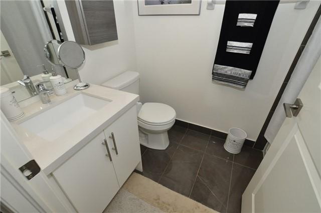 Condo Apartment at 23 Glebe Rd W, Unit 819, Toronto, Ontario. Image 13