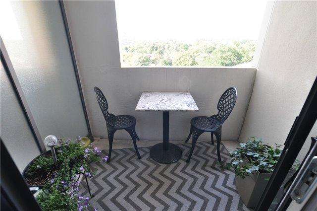 Condo Apartment at 23 Glebe Rd W, Unit 819, Toronto, Ontario. Image 2